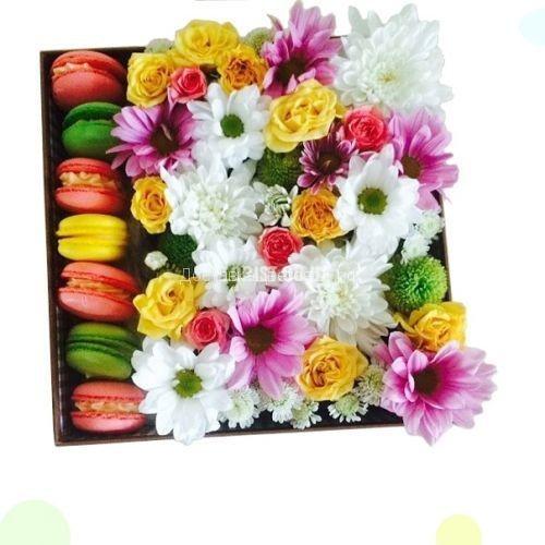 Макаронсы с цветами