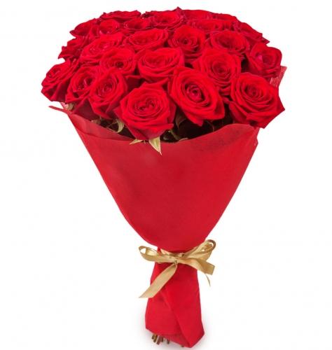 25 красных роз в красной бумаге