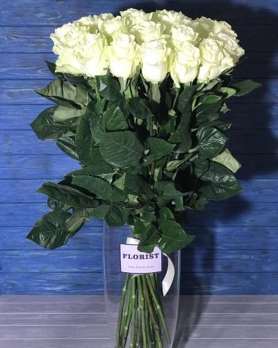 25 белых роз 100 см. Импортные розы