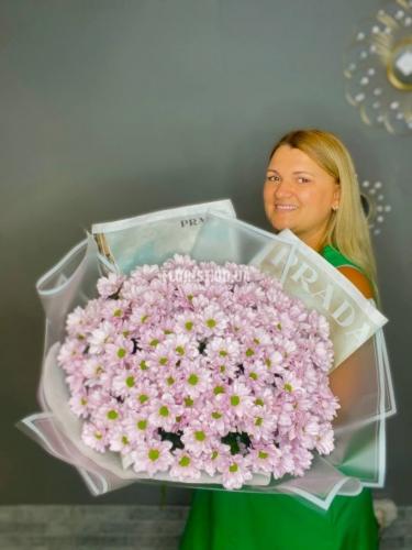 Нежный букет из 25 веток розовой хризантемы