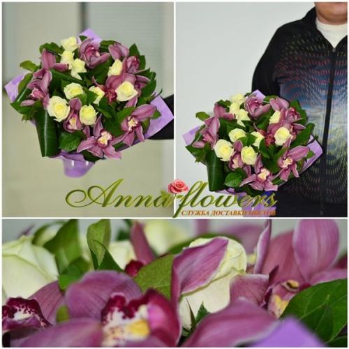 Букет розовых орхидей и белых роз Мерелин Монро