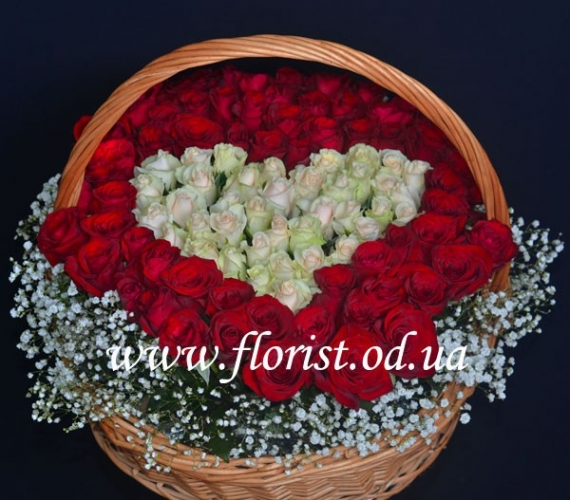 Корзина из роз в форме сердца Королева Виктория