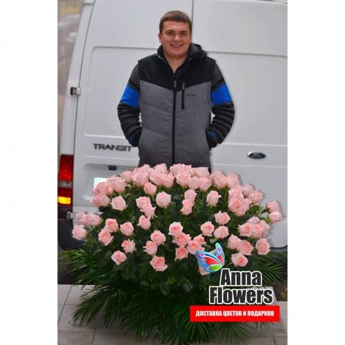 Большая корзина с розовыми розами