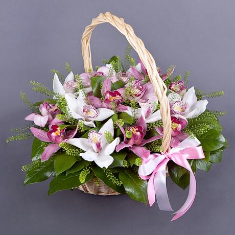 Корзина с экзотическими орхидеями