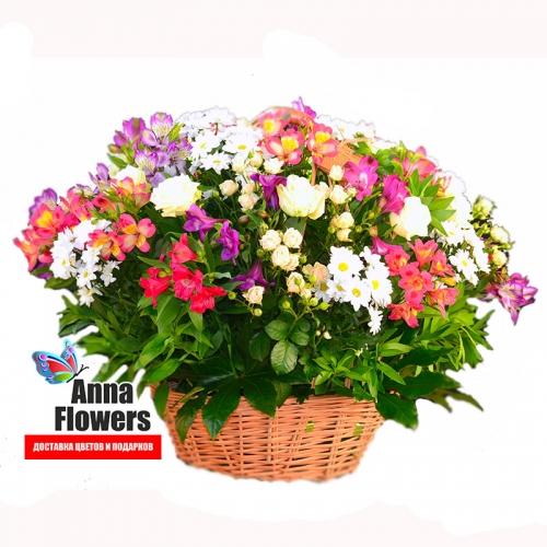 Большая корзина из смешанных цветов