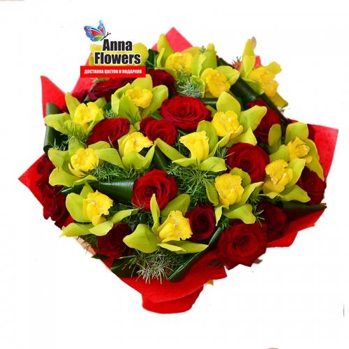 Букет из красных роз и орхидей