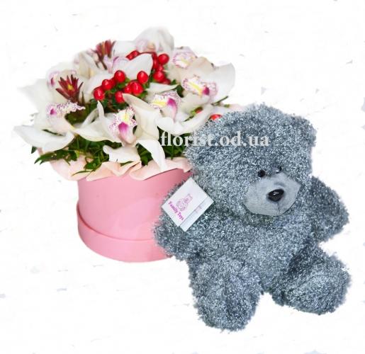 Букет из весенних цветов и мишка С любовью от...