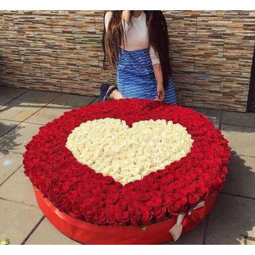 Сердце из 1001 розы