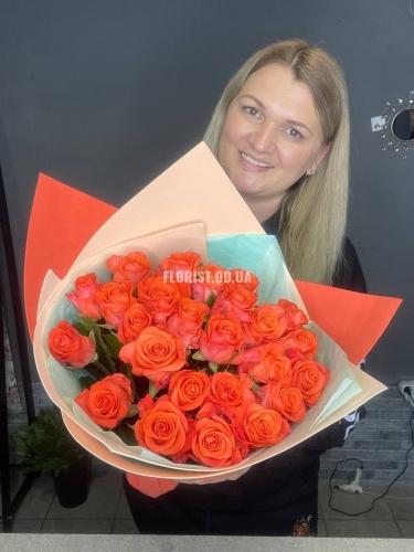 Букет из 25 ярких роз