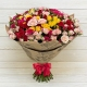 Букет из разноцветных кустовых роз